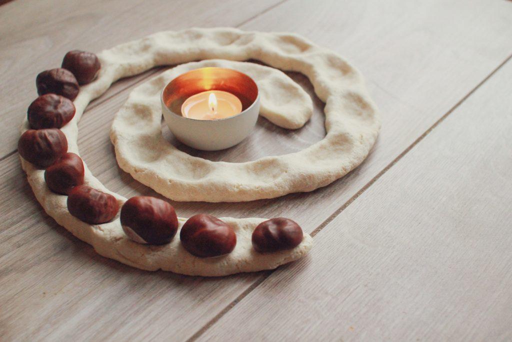 Adventsspirale Ideen für eine bewusste Adventszeit mit weihnachtlichen Achtsamkeitsübungen