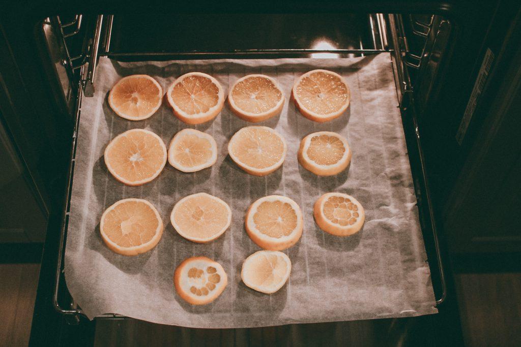 im Ofen getrocknete Orangenscheiben DIY Deko